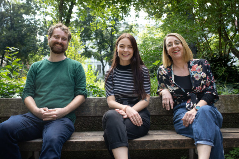 Das Foto zeigt das Team des Projekts Windschatten Berlin